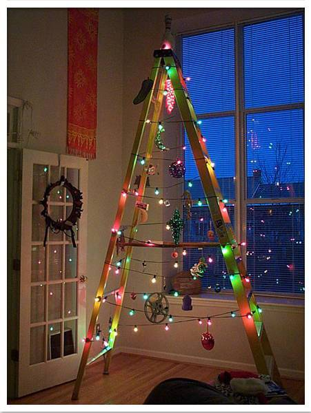 arbol-navidad-reciclado-escalera